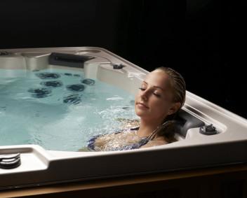 Relax-UnwindHotTub352x283